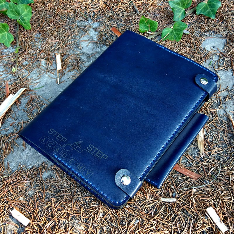 Ежедневник в кожаной обложке Вasilic blue leather