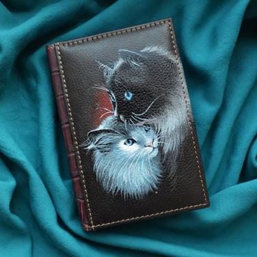 Блокнот в кожаной обложке Kitty Love brown leather