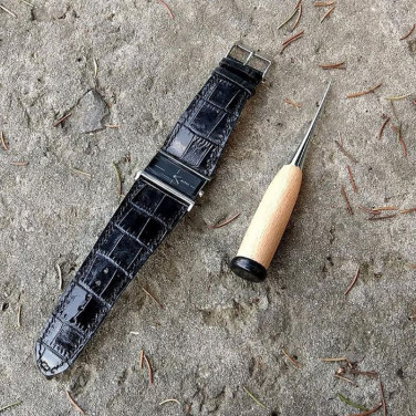 Женский кожаный ремешок для часов Аlligator black leather