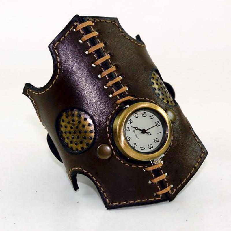 Годинник жіночий з шкіряним браслетом Gothique